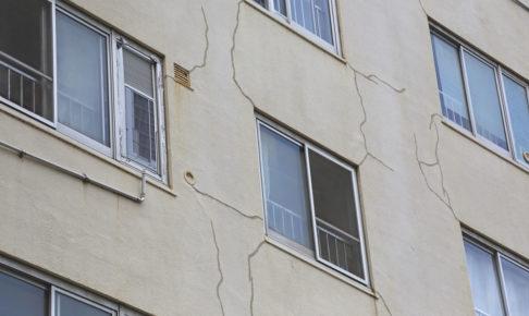 壁のひび割れのイメージ